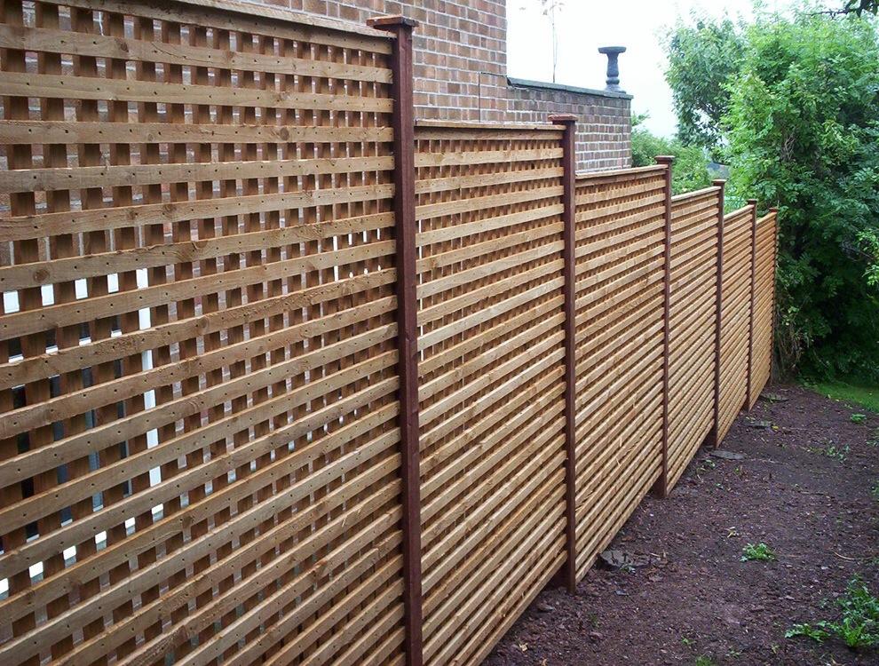 close nit trellis fence panel